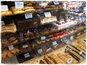Cakes! Omnomnom! :p